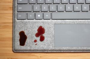 curatare lichid laptop