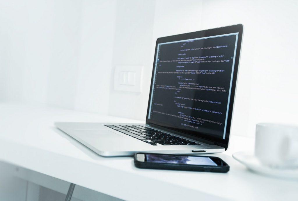ecranul laptopului palpaie