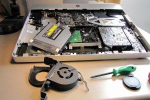 curatarea elementelor de racire ale unui laptop