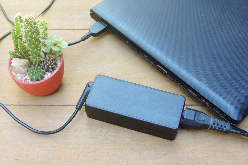 formatare si incarcare baterie laptop cu incarcator