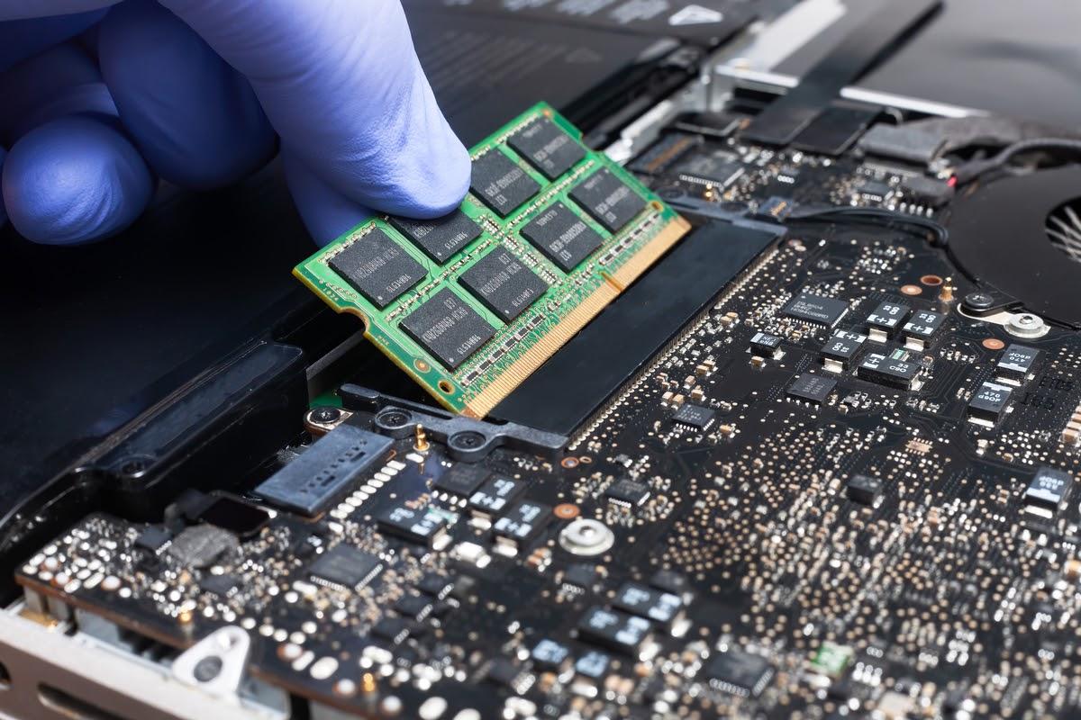 Adaugarea memoriei RAM - Cel mai BUN tip de upgrade pentru laptop