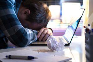 De ce se blocheaza laptopul - Cauze si rezolvari facile