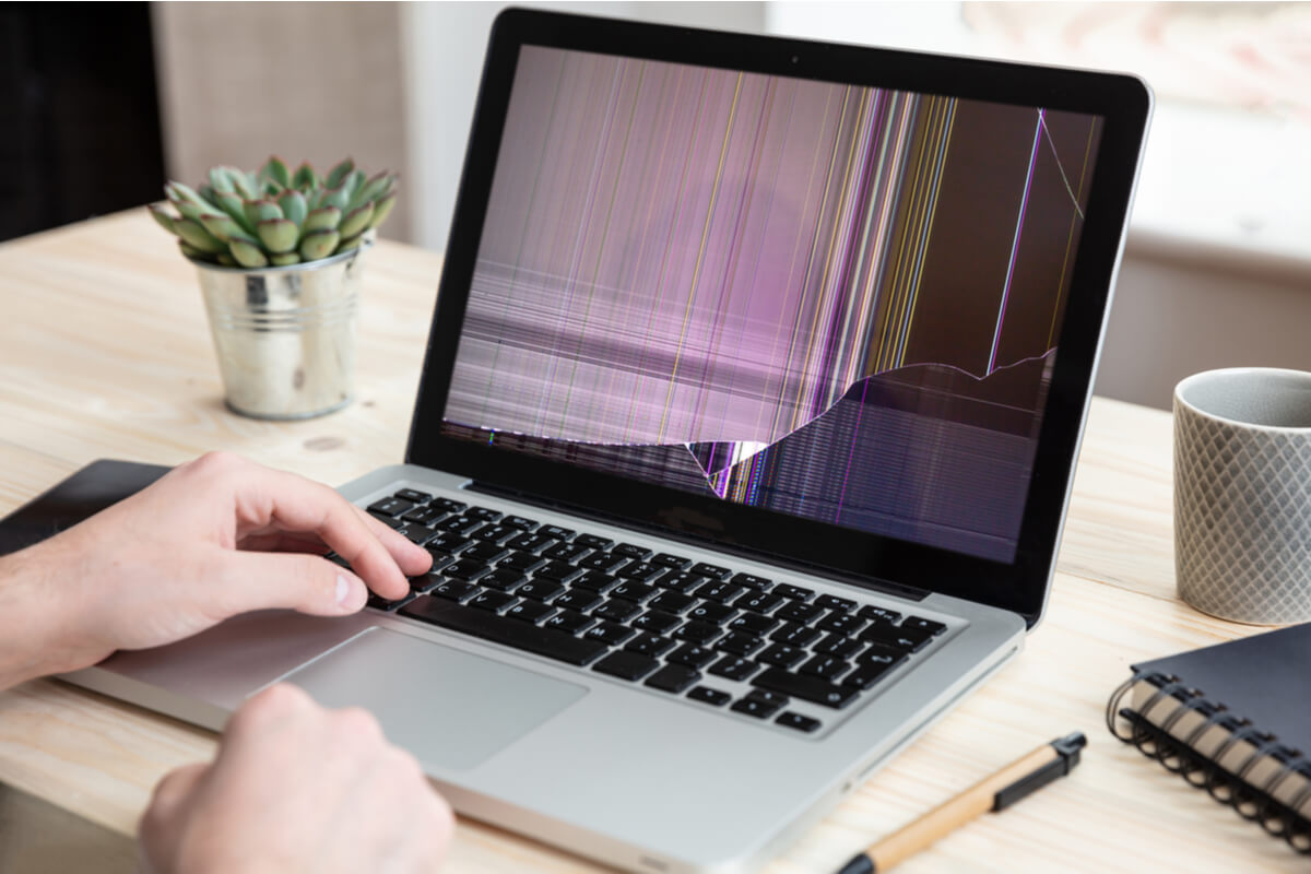 Ecran spart la laptop - repararea rapida si eficienta a laptopului!